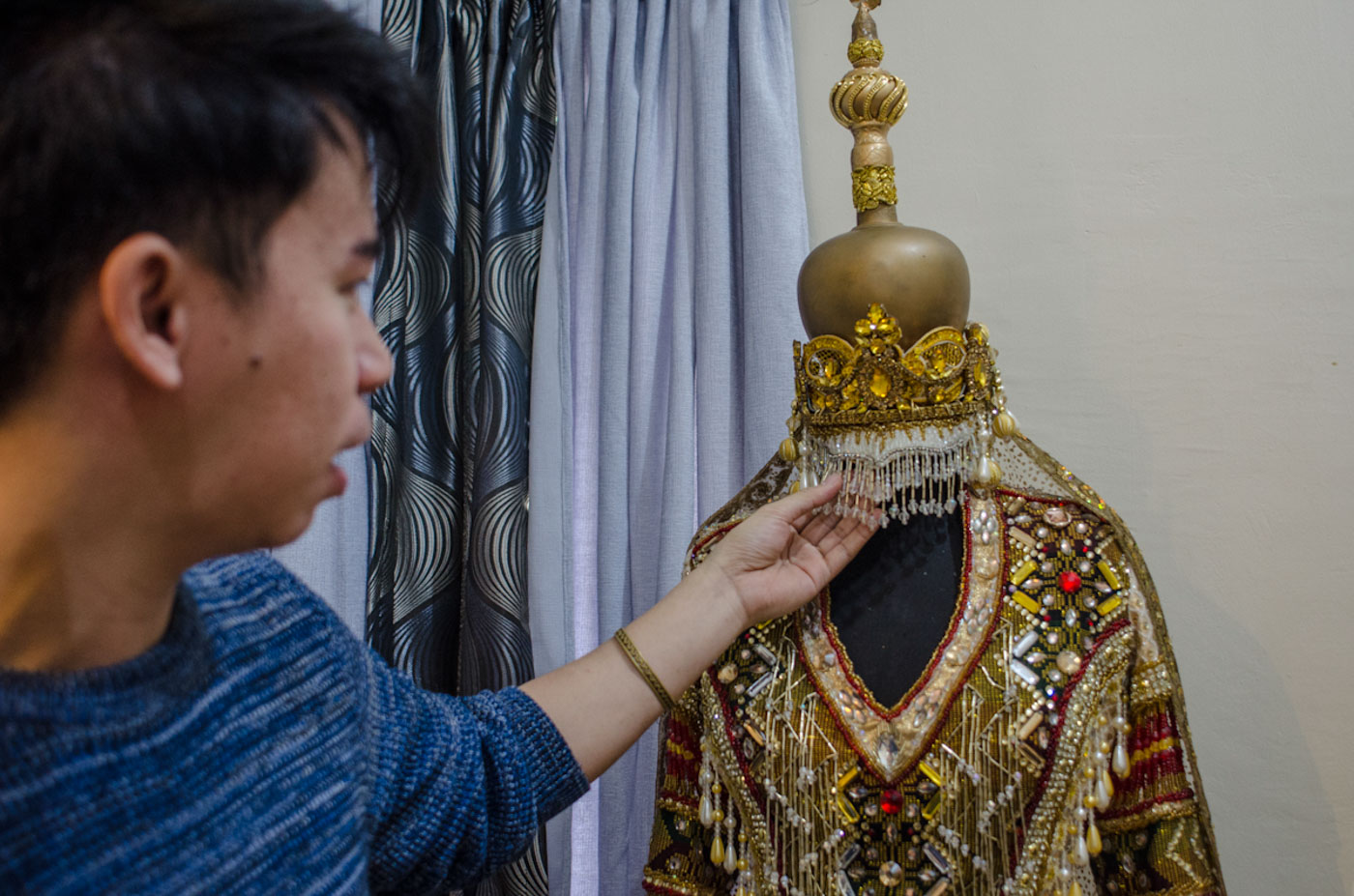 MARAWI TRIBUTE. Jearson shows the beads and embellishments in the national costume Catriona Gray wore for Bb Pilipinas.