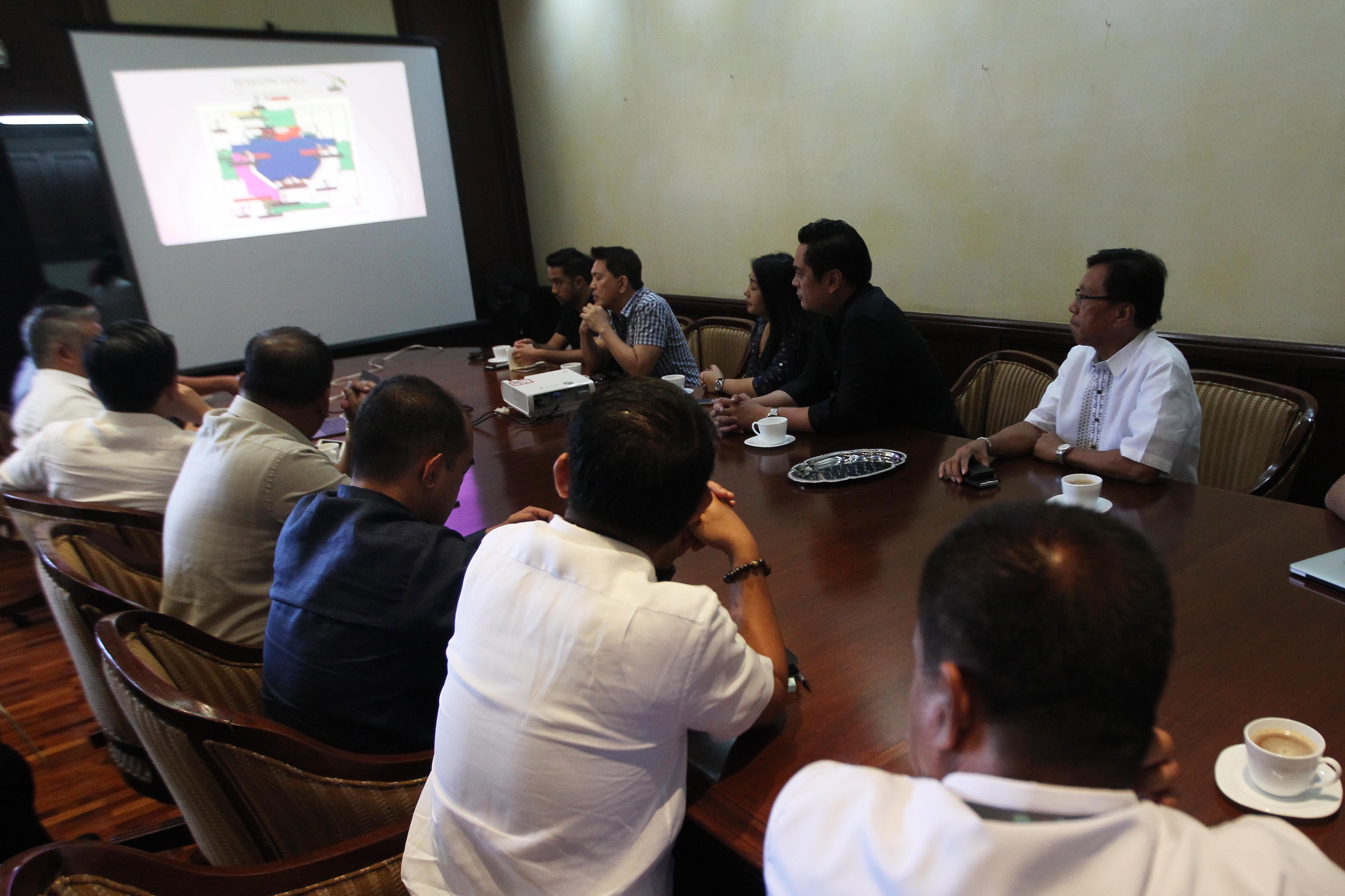 INITIAL PLANS. Mendoza reveals the tentative positioning of cameramen and Duterte's for the SONA in a meeting at the Presidential Legislative Liaison Office of the Batasang Pambansa. Photo by Ace Morandante/PPD