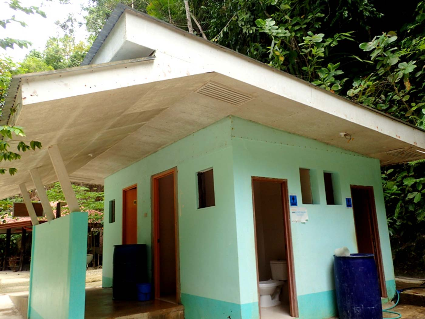 TOILETS. Toilets here do not have bathing facilities to lessen run-off to the river. Photo by Claire Madarang/Rappler
