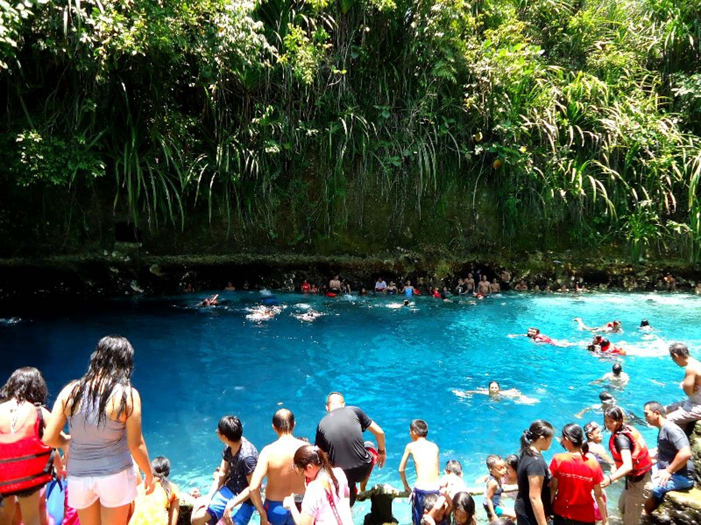 CROWDED.  Prior to the riveru2019s rehabilitation, crowds would jump into the Blue Lagoon. Photo courtesy of Hinatuan Tourism