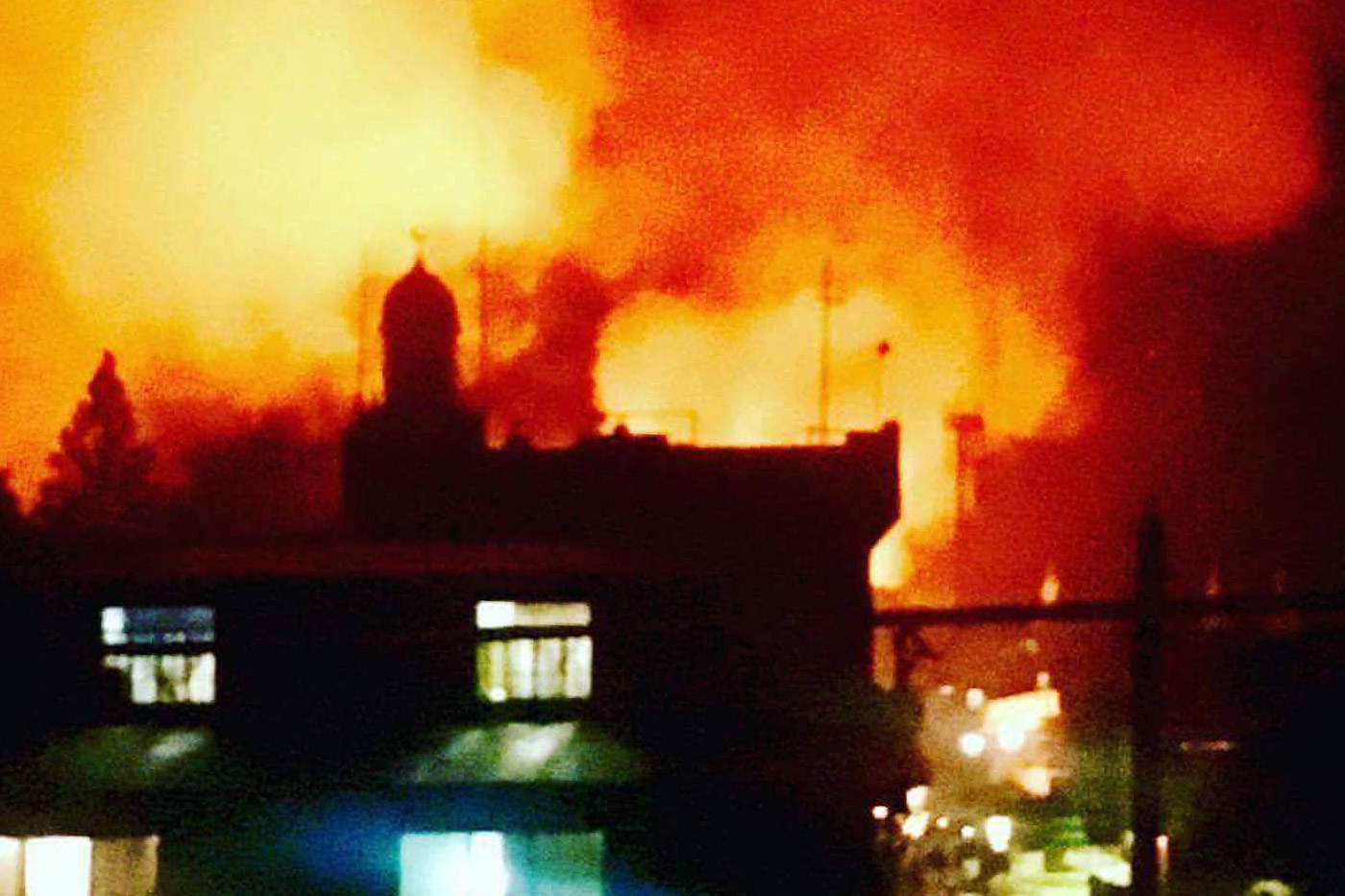 MARAWI BURNING. 3 separate fires broke out enveloping the City Jail, Dansalan College, and Saint Mary's Church on Tuesday night. Photo from @du_kartoffel