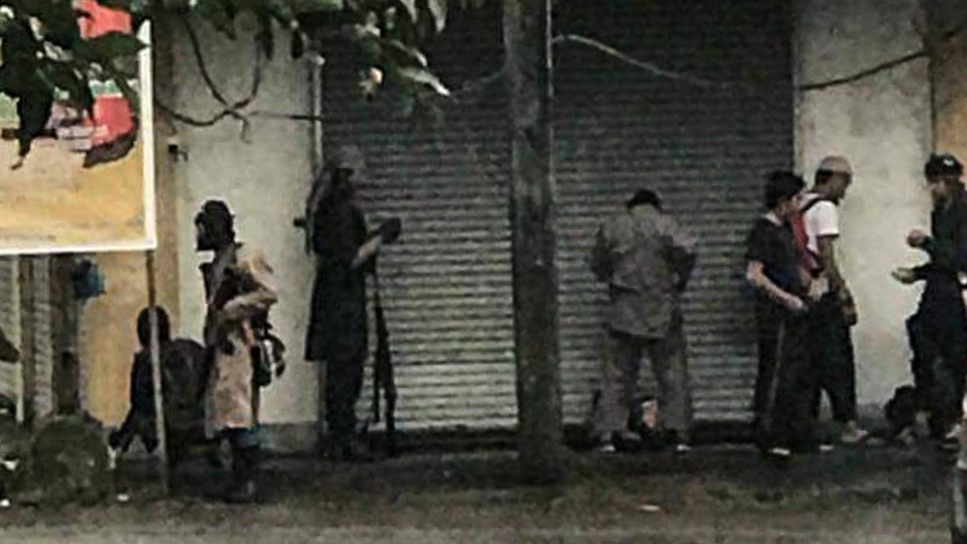 MAUTE GROUP. Residents take photos of suspected members of the Maute Group from their house windows. Photo by Mohammad Manshawi