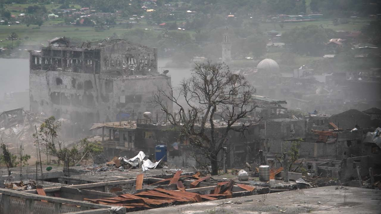 ASSAULT. The military stages another assault in Marawi. Rappler photo