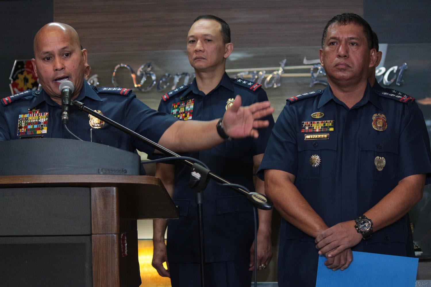 AT THE HELM. PNP chief Ronald dela Rosa introduces Senior Superintendent Graciano Mjiares as head of the newly formed PNP Drug Enforcement Group on Monday, March 6, 2017. Photo by Darren Langit/Rappler