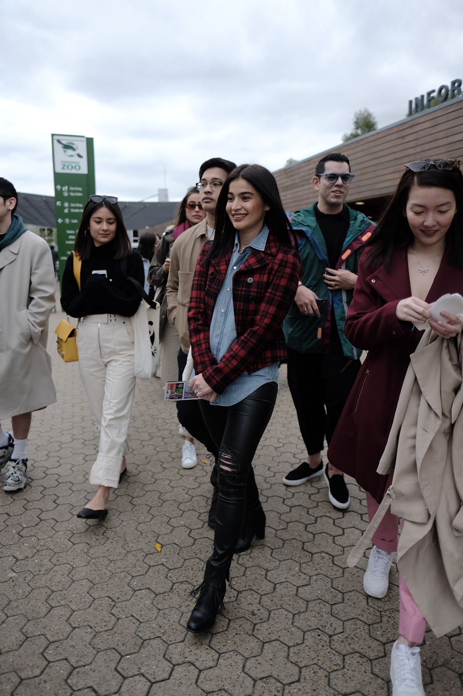 TRIP TO THE ZOO. Anne Curtis and friends on their way to Taronga Zoo.