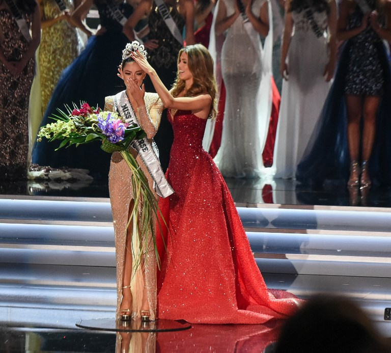 Miss South Africa 2017 Demi-Leigh Nel-Peters (L) reacts as she is crowned new Miss Universe 2017 by Miss Universe 2016 Iris Mittenaere on November 26, 2017 in Las Vegas, Nevada. Photo by Patrick Gray/AFP