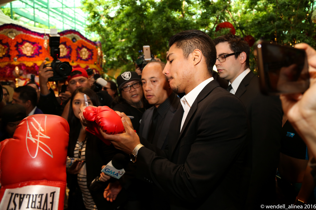 Jessie Vargas signs gloves for fans. Photo by Wendell Alinea