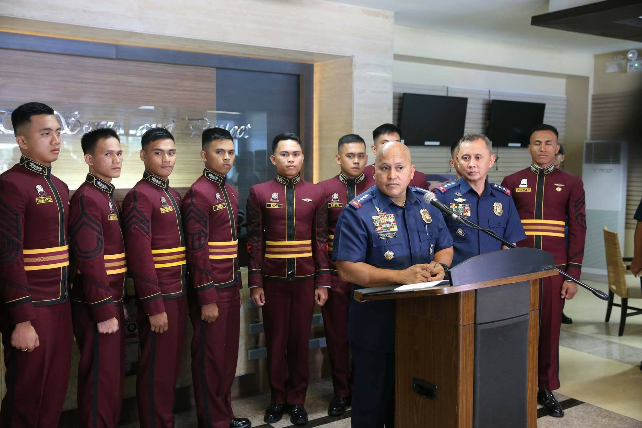 TOP 10. PNP chief Ronald dela Rosa with the top 10 of PNPA Class Masidlak. Photo courtesy of the PNP PIO