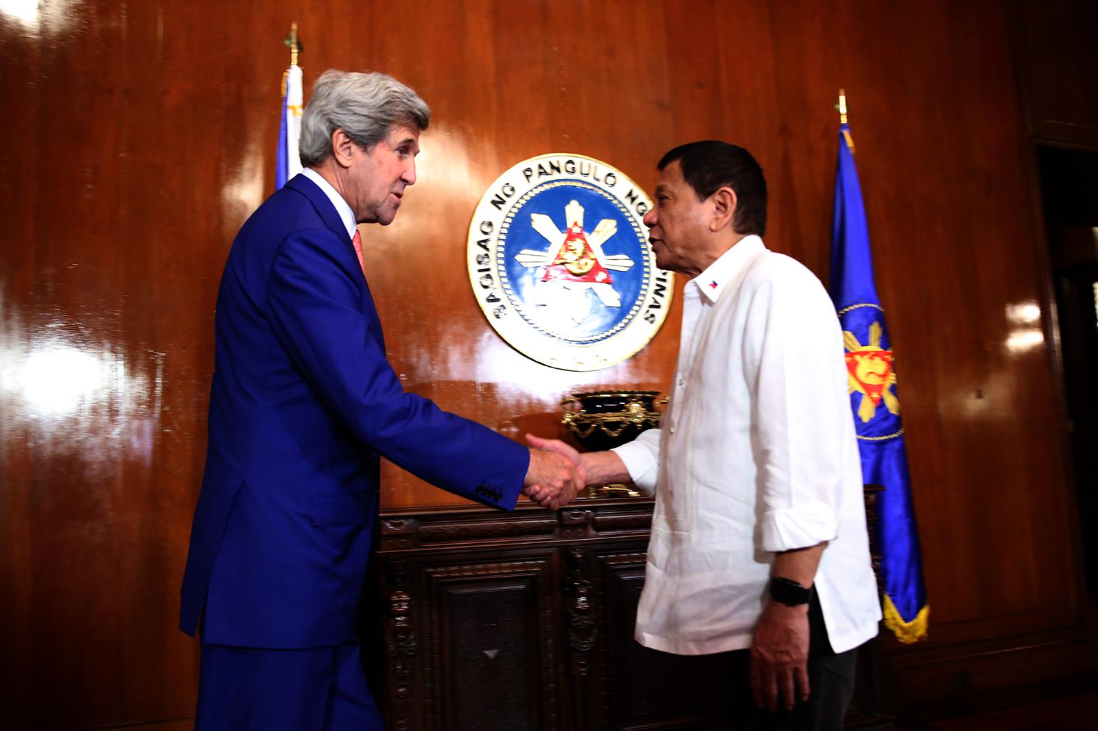 TALKING MARITIME DISPUTE. President Rodrigo Duterte meets with US Secretary of State John Kerry during a courtesy call at the Malacau00f1ang Palace onu00a0July 27, 2016. Photo by Kiwi Bulaclac/PPD