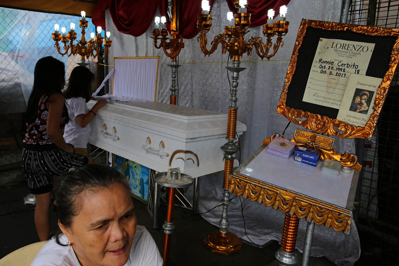 ANOTHER TEENAGER. Relatives and friends of Ronnie Cerbito pay their respects at his wake. He was abandoned as a child. His parents don't know that he is dead. Photo by Kimberly dela Cruz