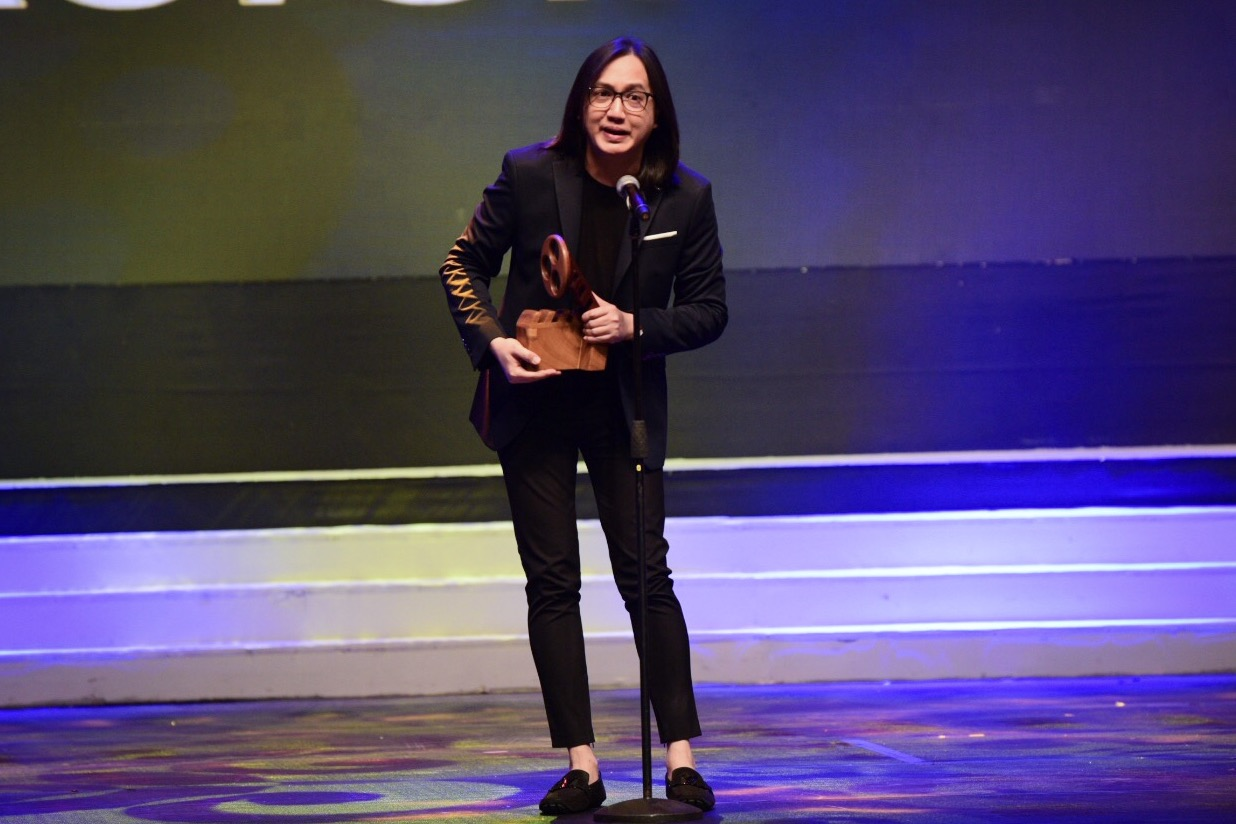 SURPRISE. Popoy Caritativo accepts the Best Actor award for Dennis Trillo.