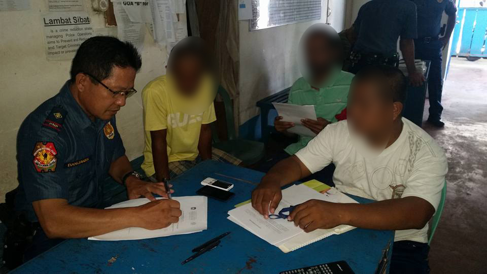SURRENDER. Drug suspects from Catarman, Northern Samar, are escorted by their village chief to the Catarman Police Station to be registered for rehabilitation. Photo by Jazmin Bonifacio/Rappler