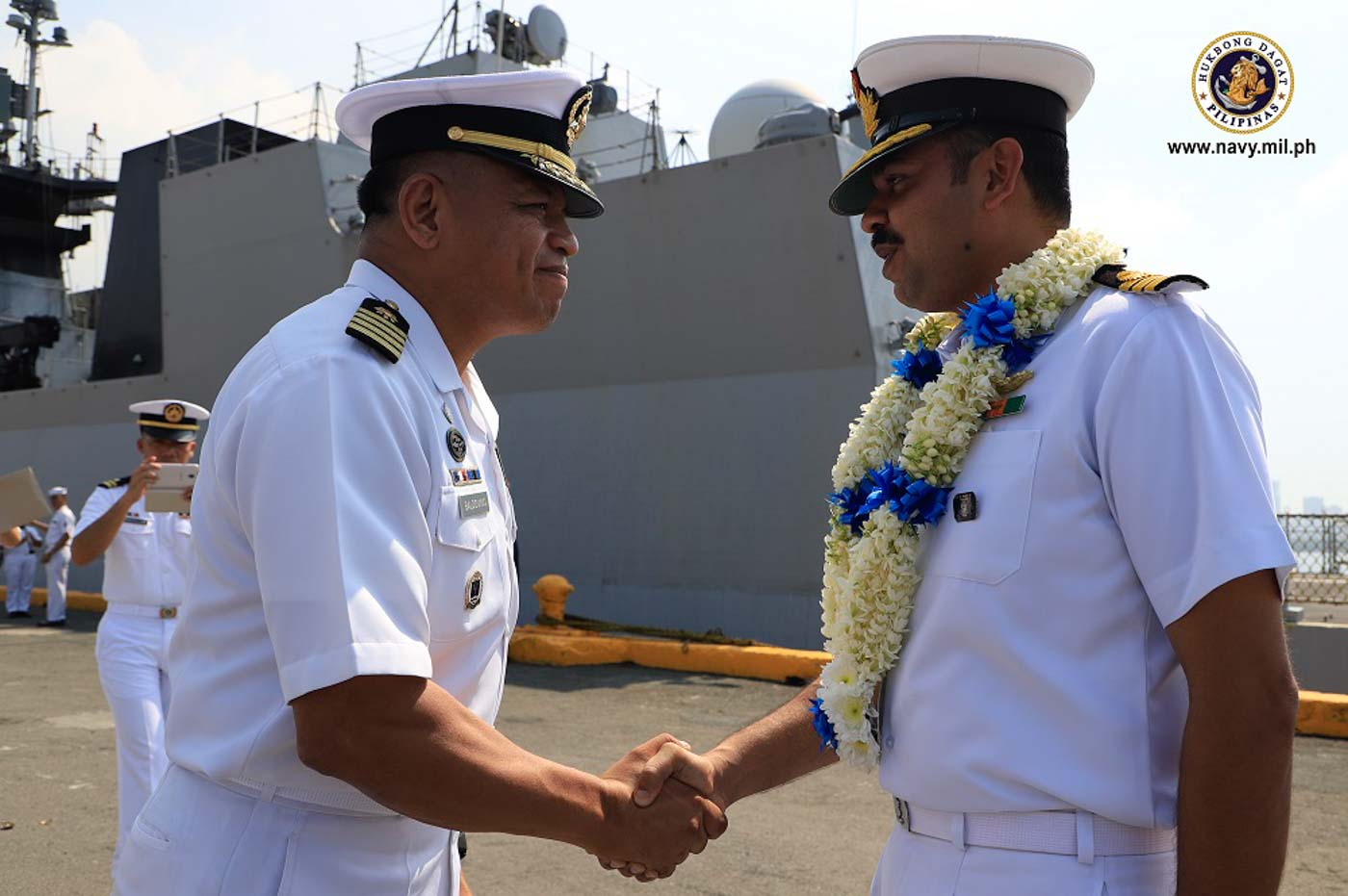 STRATEGIC TIES. Indian Navy Captain Ashwin Arvind shakes hands with Philippine Navy Captain Ernesto Baldovino. Arvind says ties between the two navies are strategic and important as neighbors in the Indo-Pacific region. Photo from the Philippine Navy