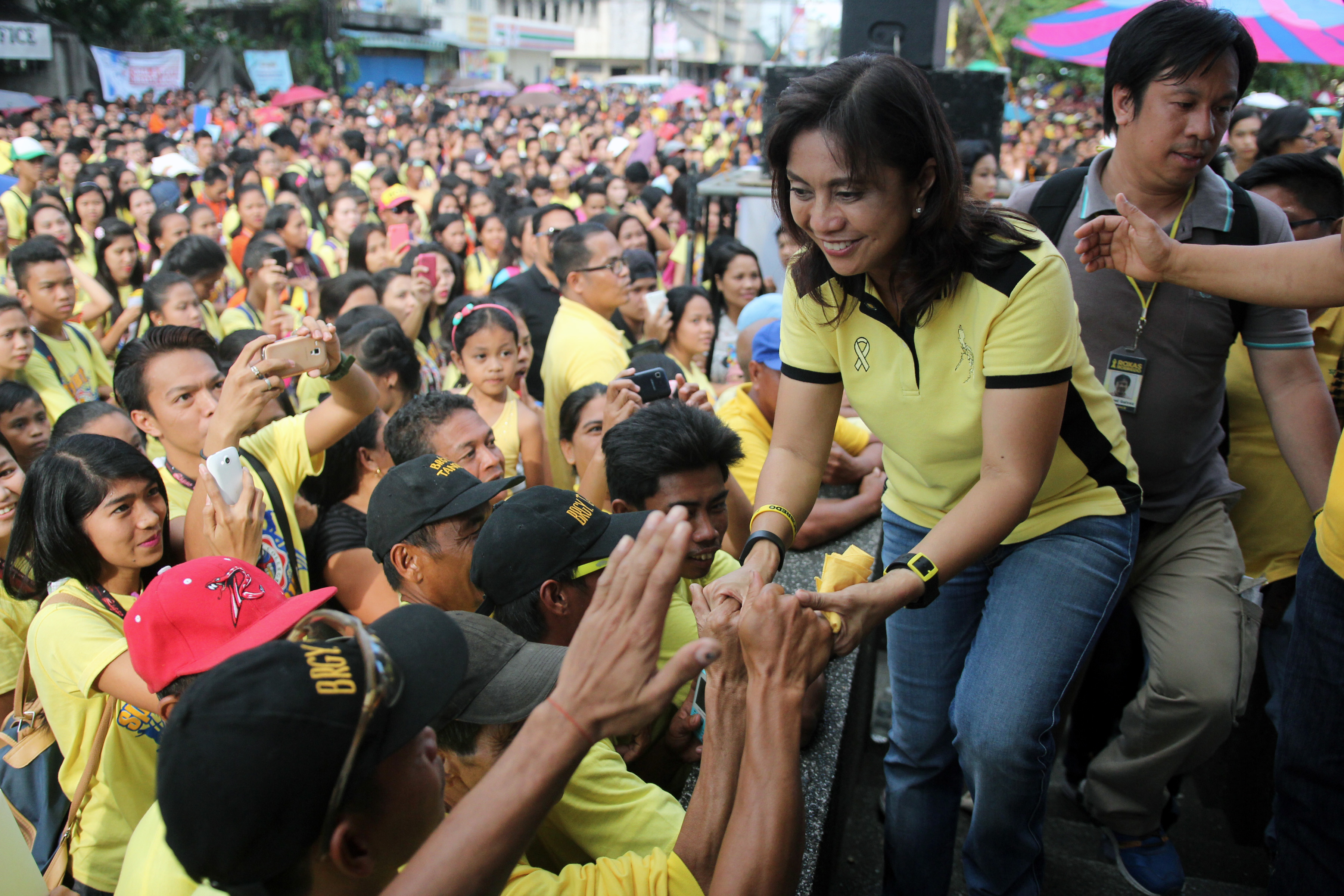 WOOING VOTERS. Leni Robredo on the campaign trail. File photo by Franz Lopez/Rappler