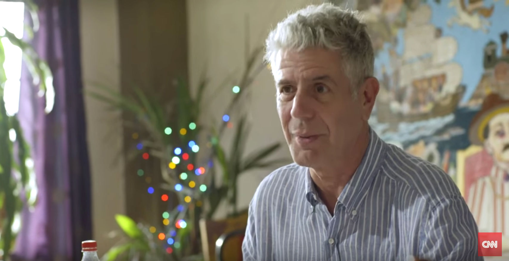 ANTHONY BOURDAIN. Tony eats Filipino cuisine and talks to Filipinos about their culture for the Manila episode of 'Parts Unknown.' Screengrab from YouTube/CNN