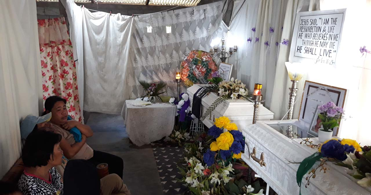 SLAIN BROTHERS. Wake of brothers Edgardo and Ismael Avelino who were killed in their homes in Canlaon City, Negros Oriental on March 30, 2019. Photo by Marchel Espina/Rappler