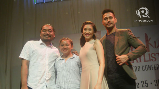 A GAME. Sarah and Piolo pose with director Dan Villegas and writer Antoinette Jadaone. Photo by Alexa Villano/Rappler