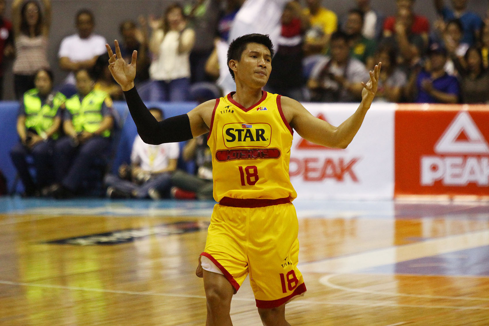 BIG GAME. James Yap looked like his old, MVP self in Star's win. Photo by Josh Albelda/Rappler