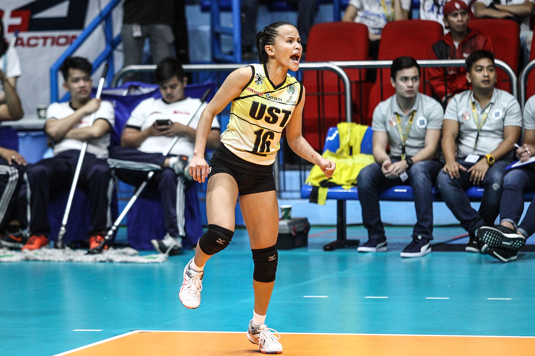 ONE LAST PUSH. UST will rely on usuals such as Cherry Rondina as it makes one last push for a long-awaited Final Four return. File Photo by Josh Albelda/Rappler
