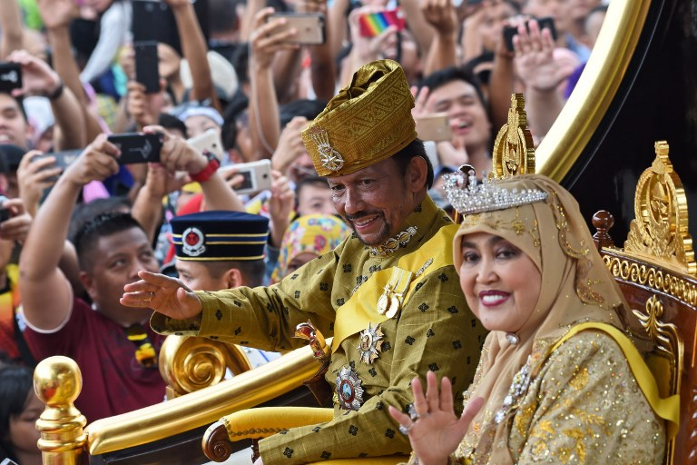 GRAND PROCESSION. Brunei's Sultan Hassanal Bolkiah and Queen Saleha ride in a royal chariot during a procession to mark his golden jubilee of accession to the throne in Bandar Seri Begawan on October 5, 2017. File photo by Roslan Rahman/AFP