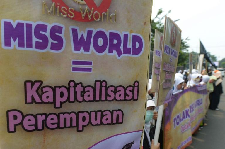 KAPITALISASI PEREMPUAN. Demonstrasi besar-besaran terjadi saat kontes 'Miss World' diadakan di Indonesia pada 2013 lalu. Foto oleh Adek Berry/AFP