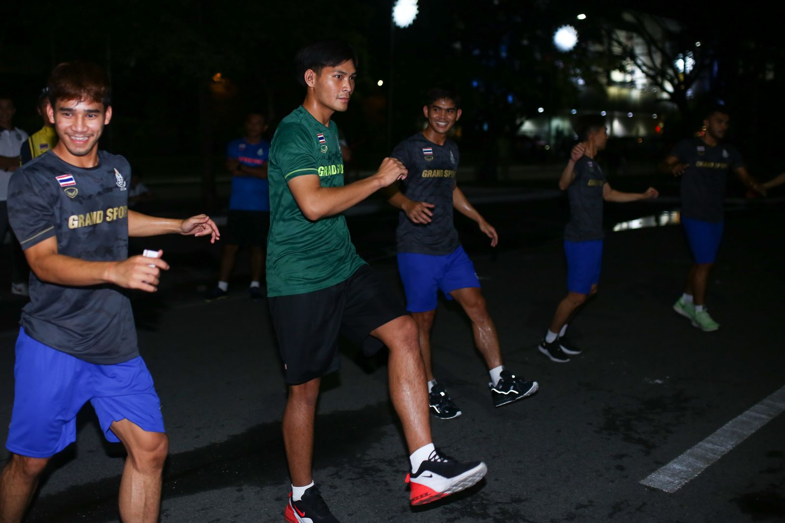 NO VENUE. The Thailand football team didn't get to practice at the Rizal Memorial football pitch. Photo from siamsport.co.th