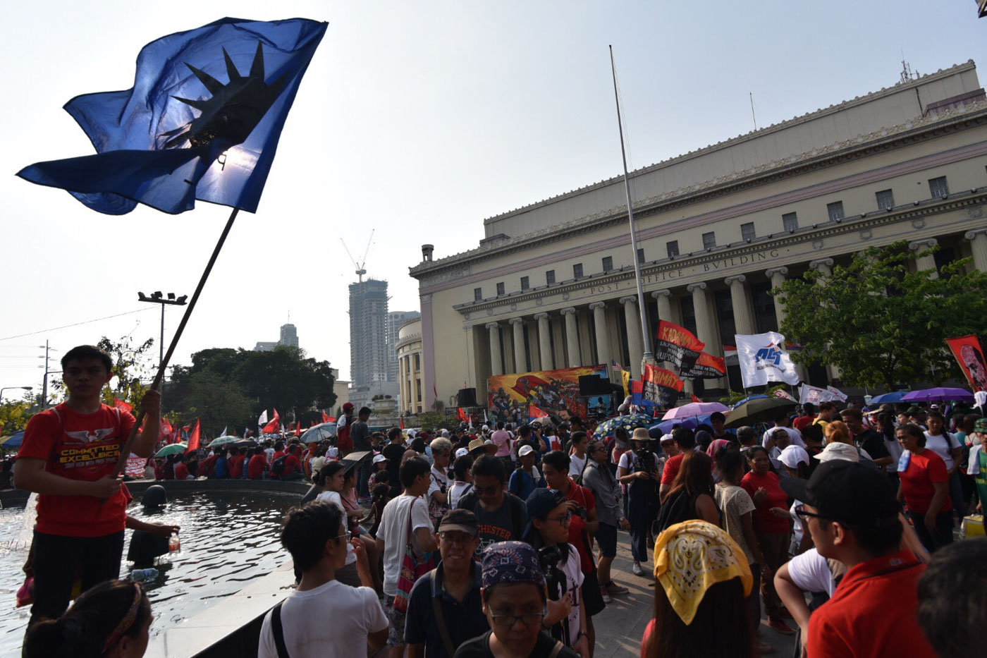 FIGHTING FOR LABOR RIGHTS. Protesters from various sectors walk together in a Labor Day protest march on May 1, 2017. Photo by LeAnne Jazul/Rappler