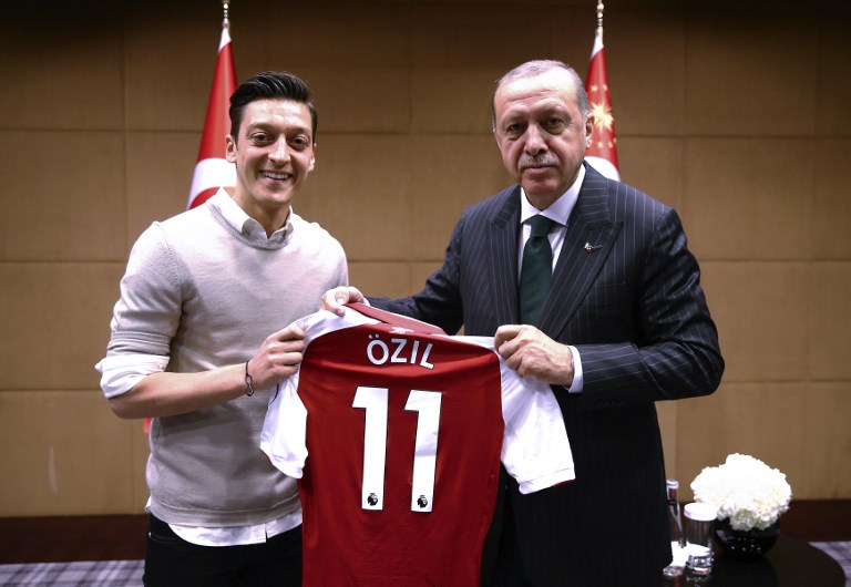 CONTROVERSIAL. German footballer of Turkish origin Mesut Ozil (left) poses for a photo with Turkish President Recep Tayyip Erdogan in London. Photo by Kayhan Ozer/AFP