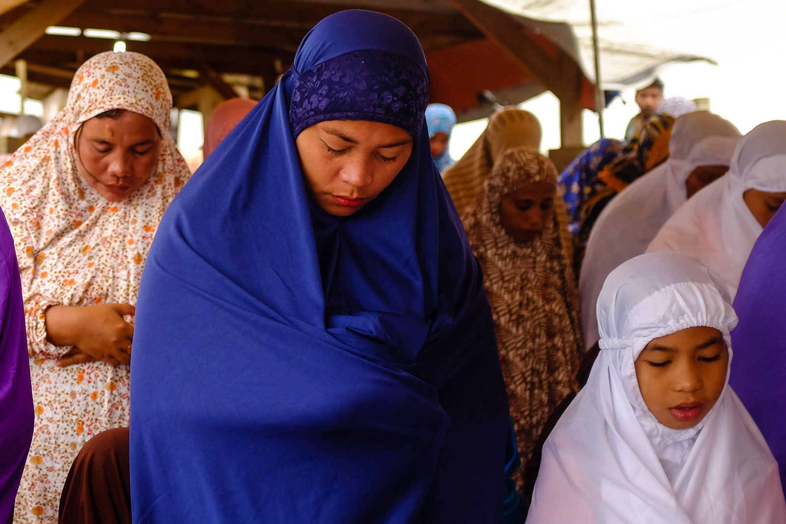 PRAYING. Maranao women pray inside the Sarimanok Tent City.
