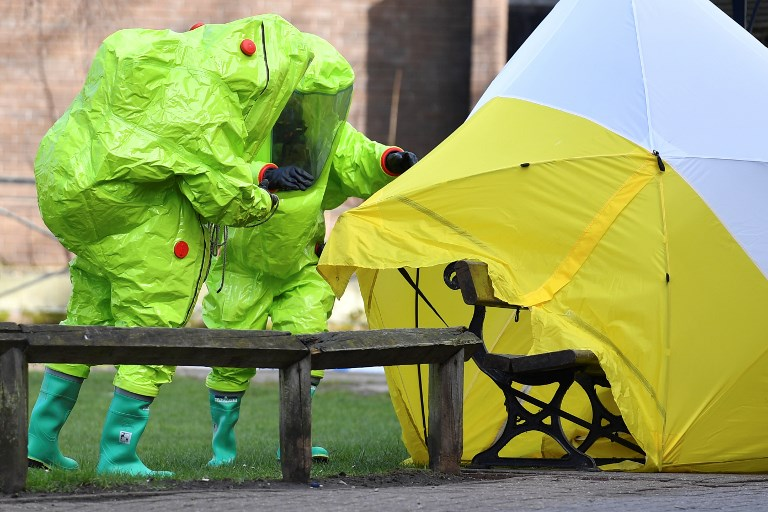 AFTER SPY ATTACK. In this file photo taken on March 8, members of the emergency services in green biohazard encapsulated suits fix the tent over the bench where former Russian spy Sergei Skripal and his daughter Yulia were found on March 4 in critical condition at The Maltings shopping centre in Salisbury, southern England. File photo by Ben Stansall/AFP