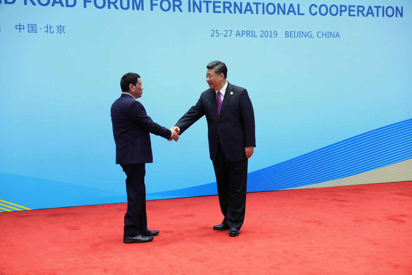 GOOD FRIENDS. President Rodrigo Duterte receives a warm welcome from Chinese President Xi Jinping before the Leaders' Roundtable Discussion of the 2nd Belt and Road Forum for International Cooperation at the Yanqi Lake International Convention Center on April 27, 2019. Malacau00f1ang photo