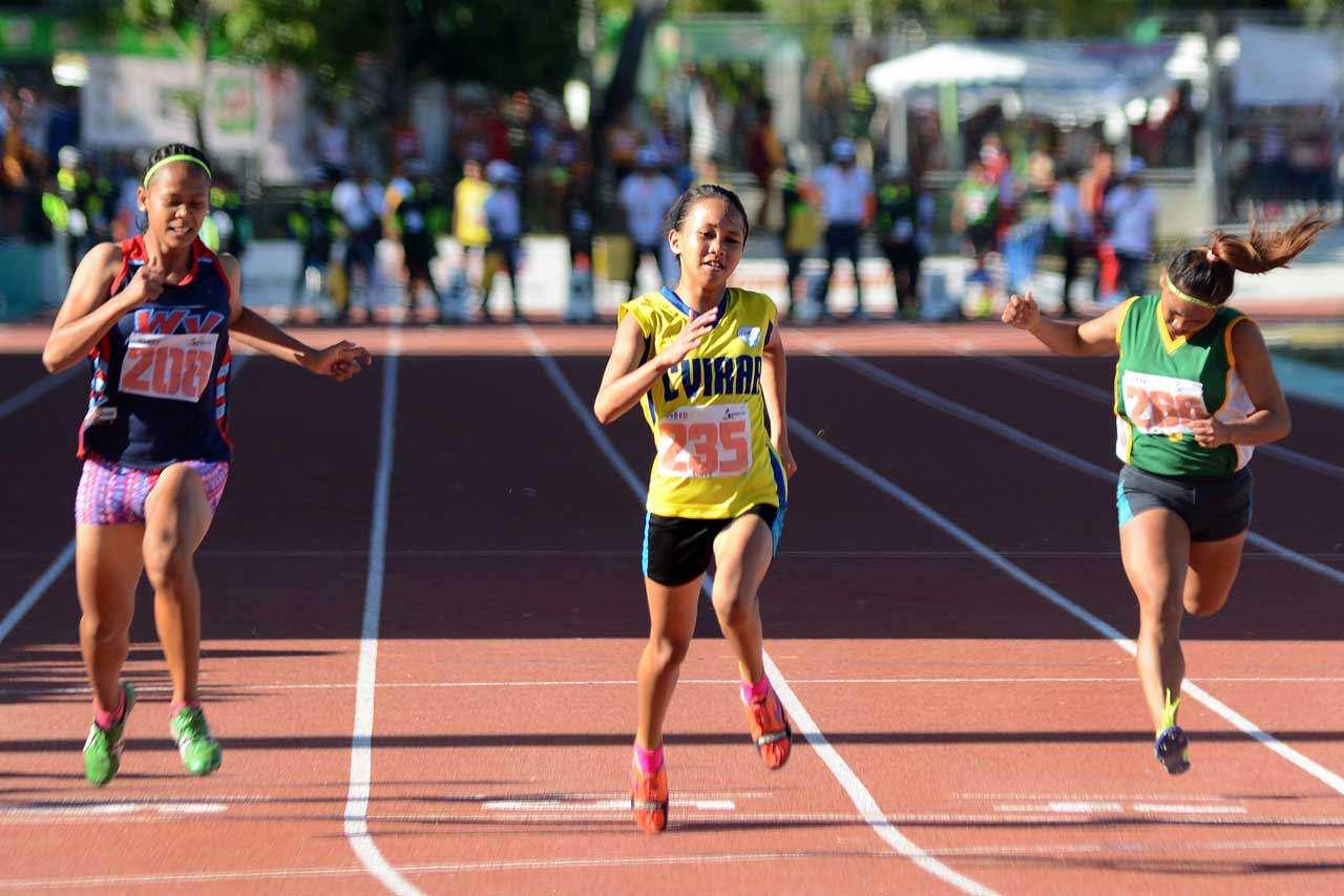 FASTEST FEMALE. Samantha Gem Limos (235) of Central Visayas is this year's fastest female Palaro runner with a time of 12.1 seconds in the secondary girls 100-meter dash. Photo by Roy Secretario/Rappler