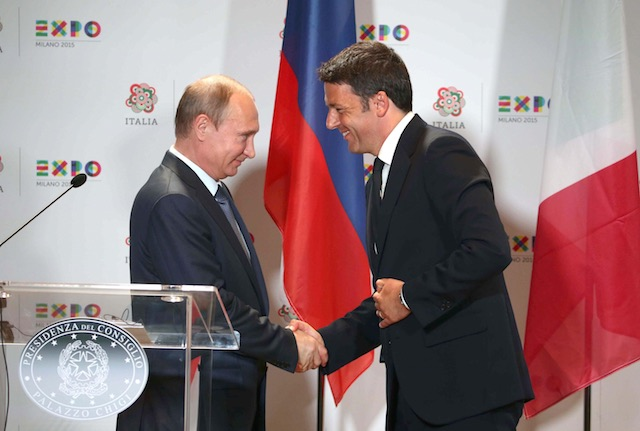 WELCOME TO ITALY. Italian Prime Minister Matteo Renzi (R)and Russian President Vladimir Putin (L) shake hands after their joint press conference during the Russian National Day at Expo Milan 2015, in Milan, Italy, June 10, 2015. Stefano Porta/EPA