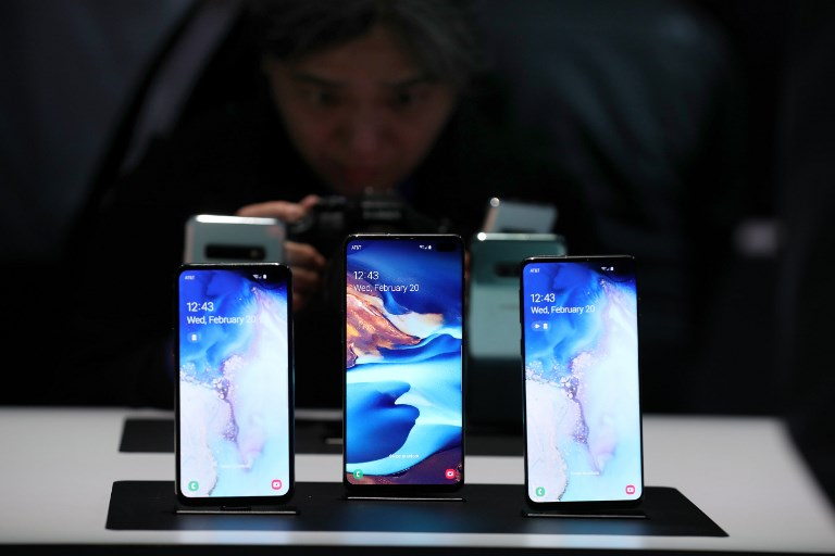 S10. The new Samsung Galaxy S10e, Galaxy S10+ and the Galaxy S10 smartphones are displayed during the Samsung Unpacked event on February 20, 2019 in San Francisco, California. Photo by Justin Sullivan/Getty Images/AFP
