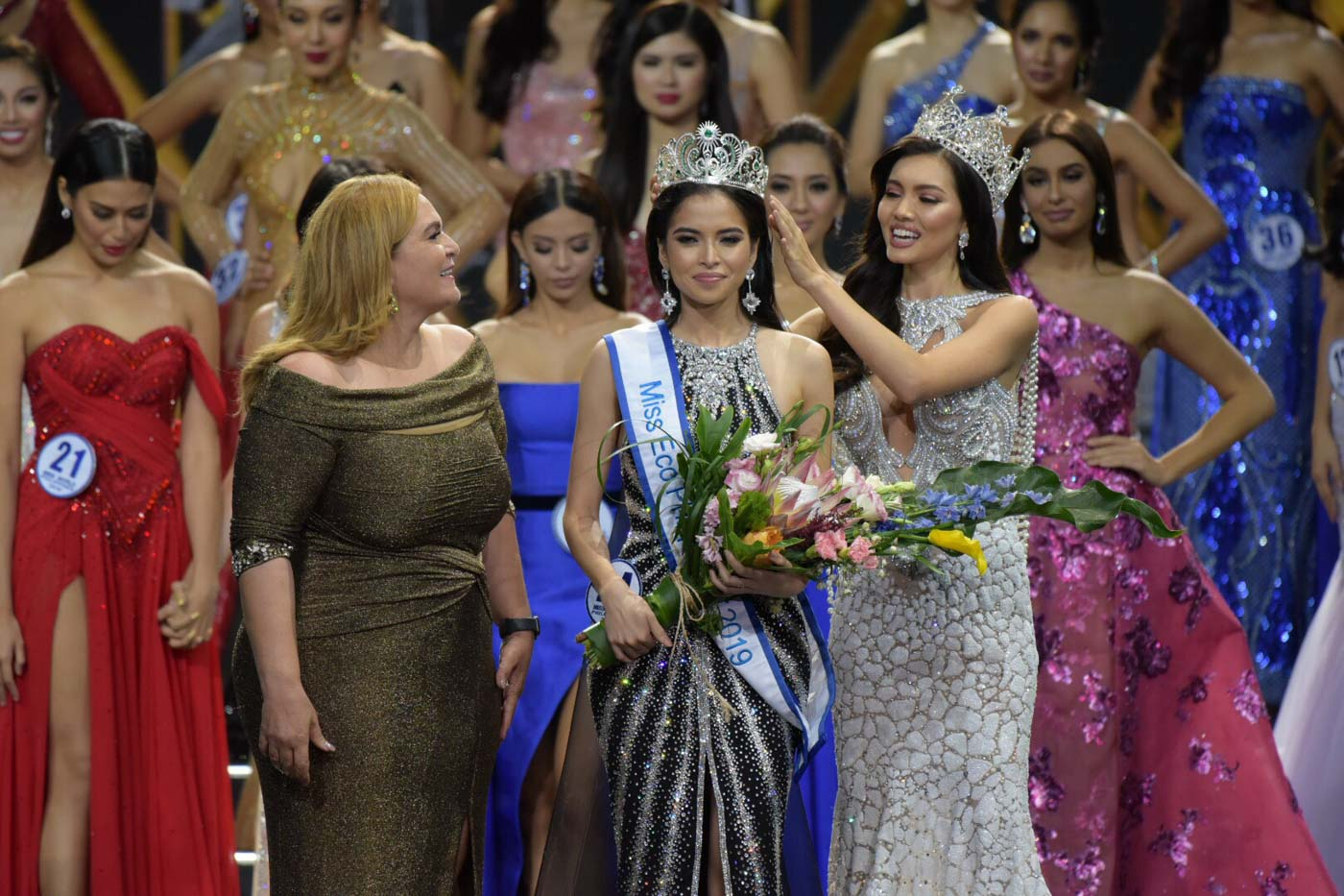 Kelley is crowned by Miss Eco Philippines 2018 Maureen Montagne and Miss Eco International CEO Dr. Amal Rezk. Photo by Alecs Ongcal/Rappler