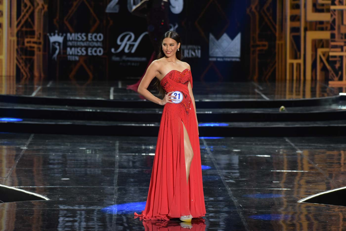 Michelle in her red Francis Libiran gown during the evening gown competition. Photo by Alecs Ongcal/Rappler