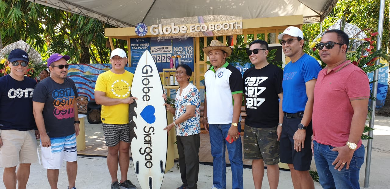 GLOBE ECOBOOTH. Globe Channel Management Group EVP Bernie Llamzon, Globe Chief Commercial Officer Albert de Larrazabal, Globe President and CEO Ernest Cu, General Luna Mayor Yayang Rusillon, Catangnan Barangay Captain Lito Saavedra , Globe myBusiness Senior Advisor Derrick Heng, Globe Business SVP Peter Maquera, and General Luna Administrative Officer Peejay Gorgonio. Photo from Globe.