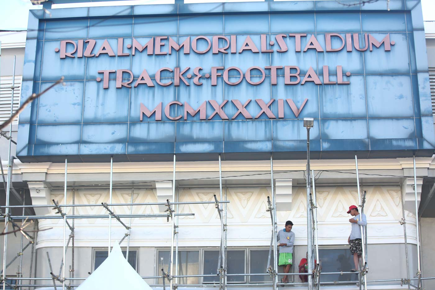 UNFINISHED. Metal scaffoldings remain around the Rizal Memorial Stadium. Photo by Ben Nabong/Rappler