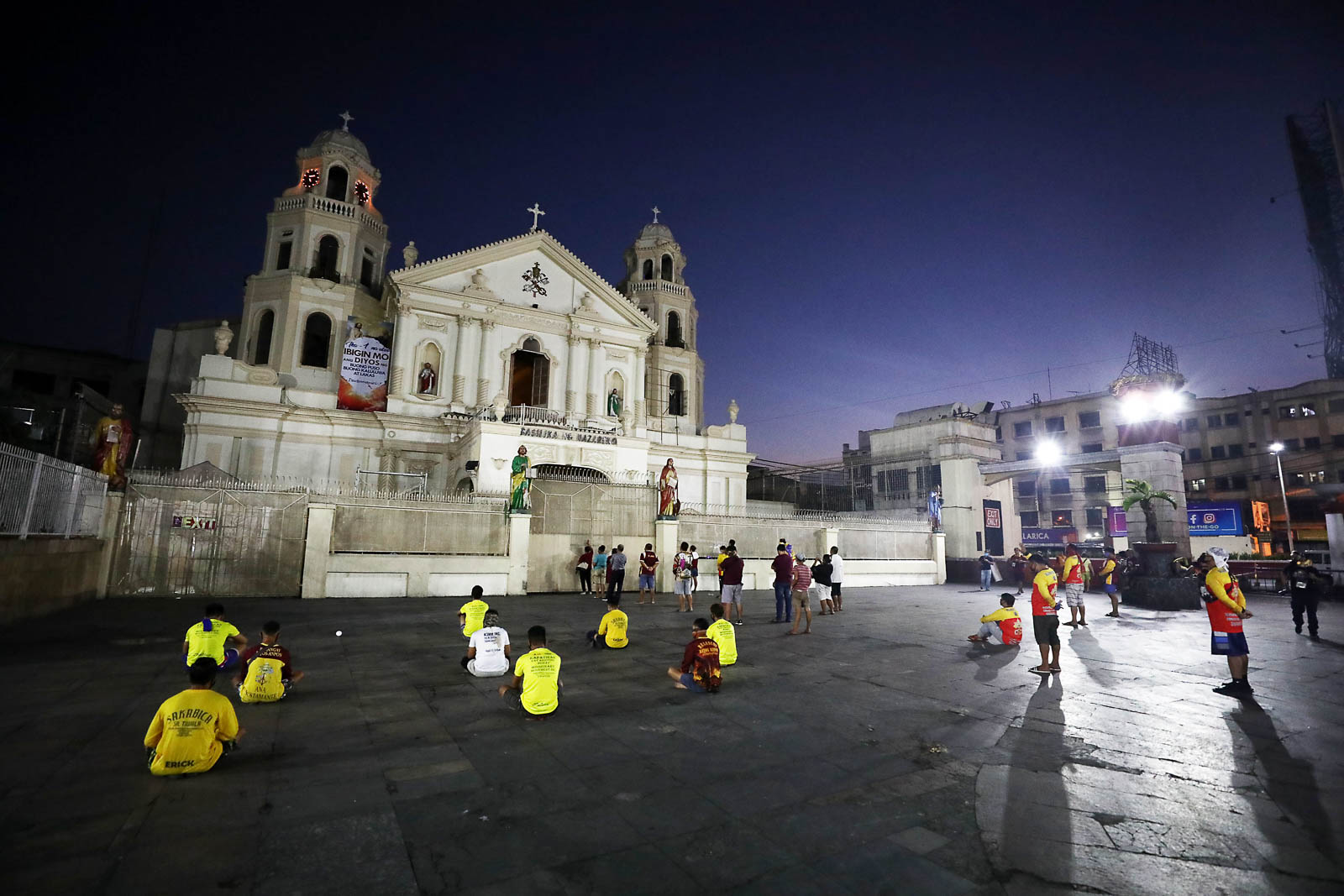 SAFE DISTANCING. In praying in front of Quiapo Church this Holy Week, sitting a meter apart is key for these devotees. Photo by Ben Nabong/Rappler