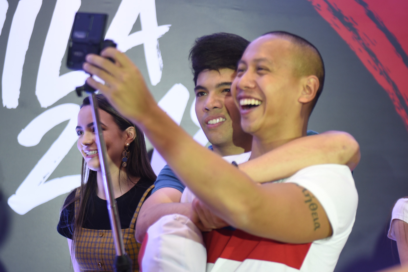 SELFIE. Mikey Bustos takes a selfie. Photo by Alecs Ongcal/Rappler
