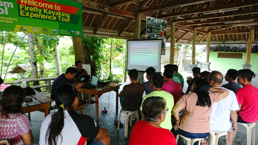 MANGROVE TRAINING. Conservation organizations like the Zoological Society of London shared more knowledge on mangroves to the Abatan local community. Photo courtesy of KayakAsia Philippines