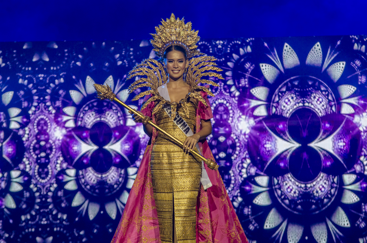 Leren in her Bb Pilipinas national costume designed by Chico Estiva and Renee Salud. File photo by Rob Reyes/Rappler