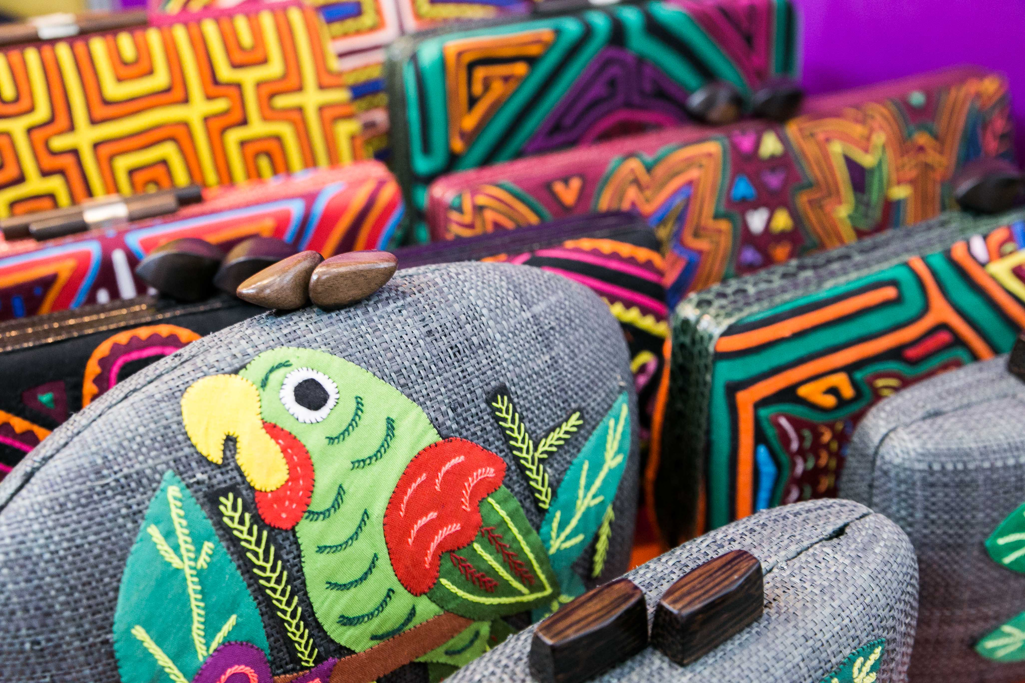 MADE IN COLOMBIA. Purses made in Colombia and based on Colombian designs are mixed with Filipino raw materials such as Kamagong wood, raffia, and mother of pearl. Photo by Pat Nabong/Rappler