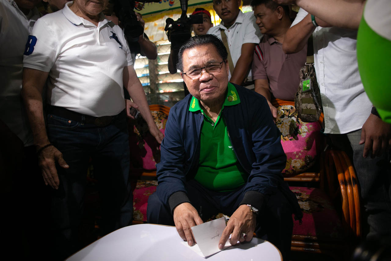 INCOMING MINISTER? Moro Islamic Liberation Front chairman Murad Ebrahim votes for the first time in his life during the Bangsamoro plebiscite on January 21, 2019. Photo by Manman Dejeto/Rappler