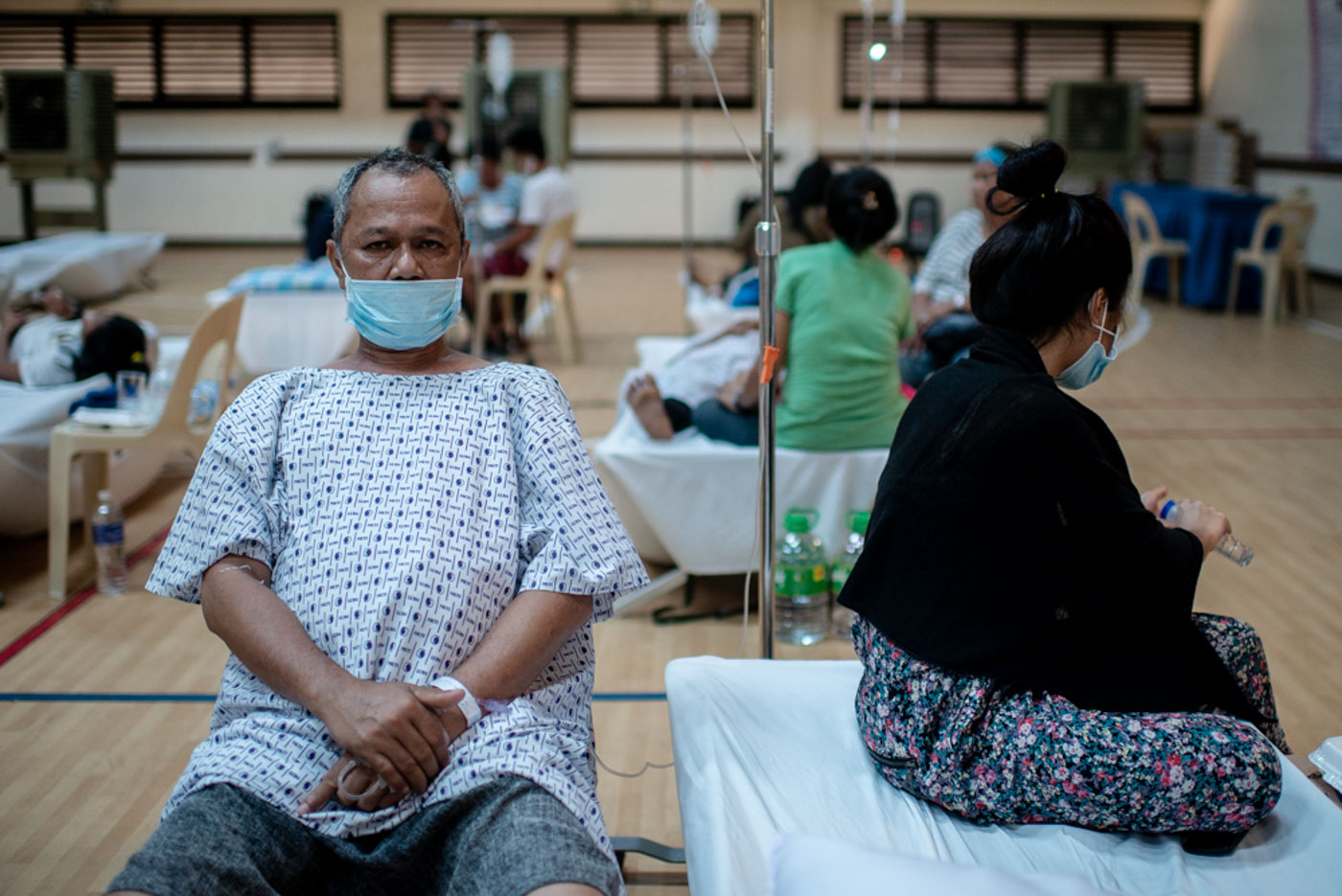TAHO VENDOR. Mario Cau00f1ete is with his daughter at the basketball-gym-turned-patients-ward of National Kidney and Transplant Institute in Quezon City on Wednesday, June 27, a day after he was diagnosed with leptospirosis. Photo by Eloisa Lopez/Rappler