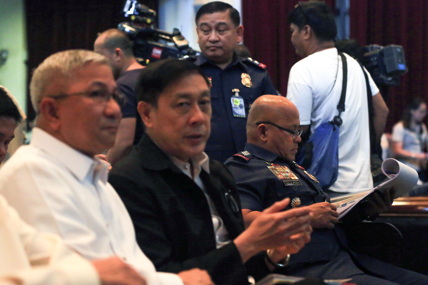 RESOURCE PERSONS. PDEA Chief General Aaron Aquino (in white) and PNP Chief General Ronald u0022Batou0022 dela Rosa are invited as resource persons during the oral arguments on November 28, 2017. Photo by Ben Nabong/Rappler