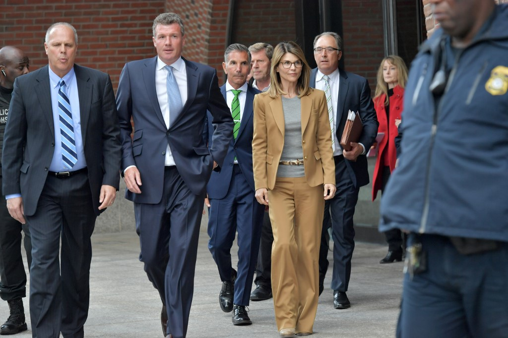 APPEARANCE.  Actress Lori Loughlin exits the John Joseph Moakley U.S. Courthouse after appearing in Federal Court to answer charges stemming from college admissions scandal on April 3, 2019 in Boston, Massachusetts. Paul Marotta/Getty Images/AFP
