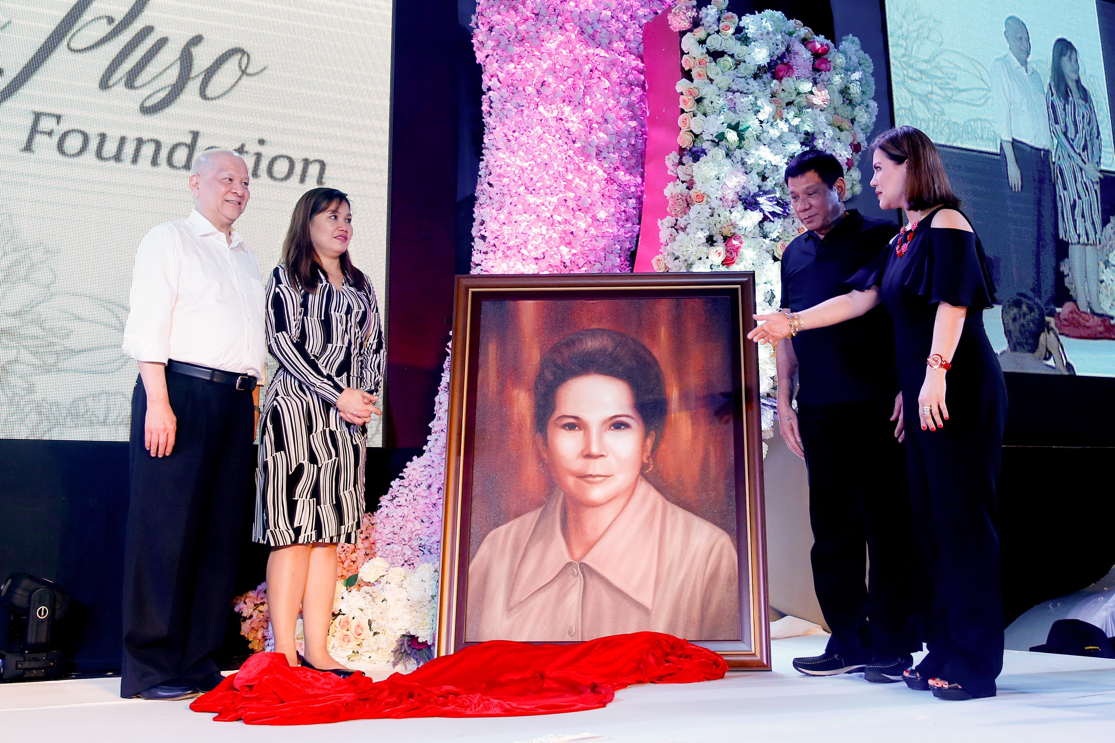 FOUNDATION LAUNCH. President Rodrigo Duterte, accompanied by his common-law wife Honeylet Avanceu00f1a, accepts a portrait of his late mother Soledad Duterte from businessman Ramon Ang Photo by Richard Madelo/ Presidential Photo