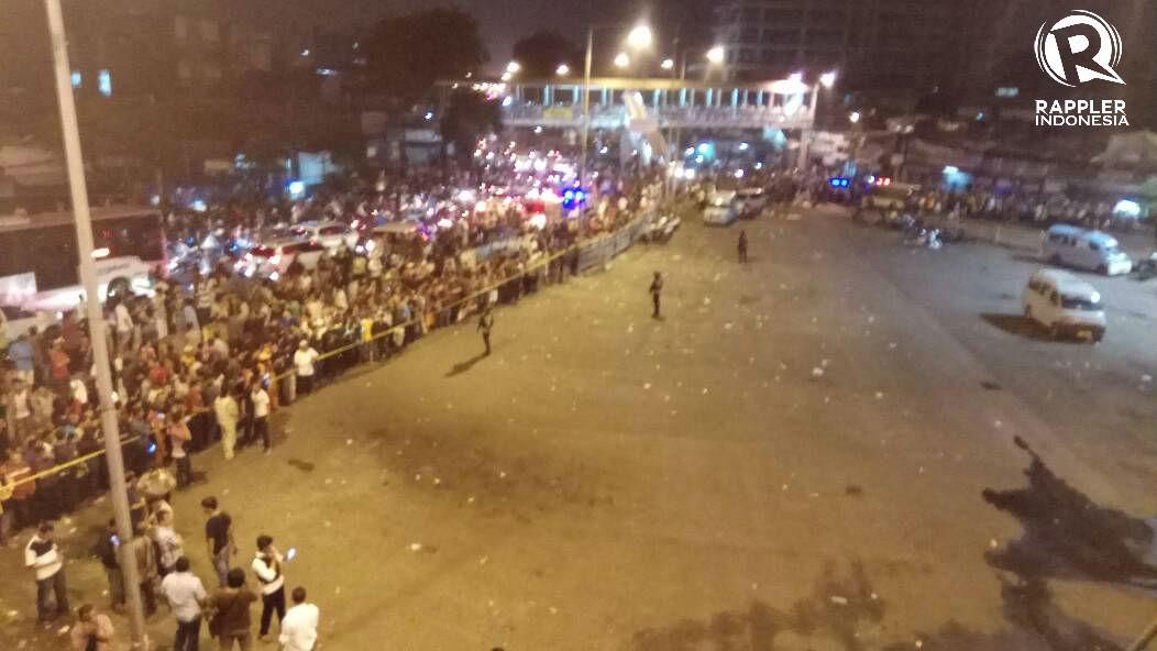 Suasana mencekam di Kampung Melayu pasca ledakan yang terjadi pada Rabu (24/5). Foto oleh Rappler