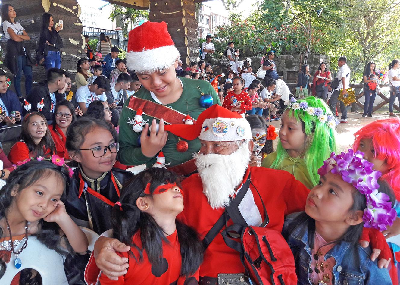 SANTA. Silahis ng Pasko founder Narciso Padilla plays Santa again. Photo by Mau Victa/Rappler